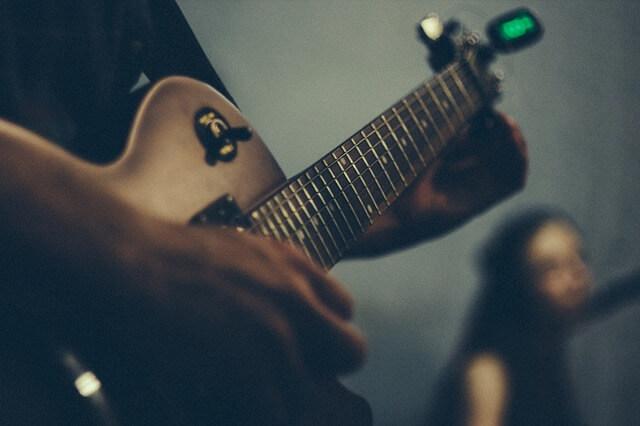 Accordatore-chitarra-elettrica