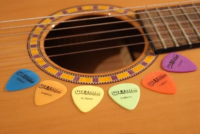Le forme dei plettri per chitarra