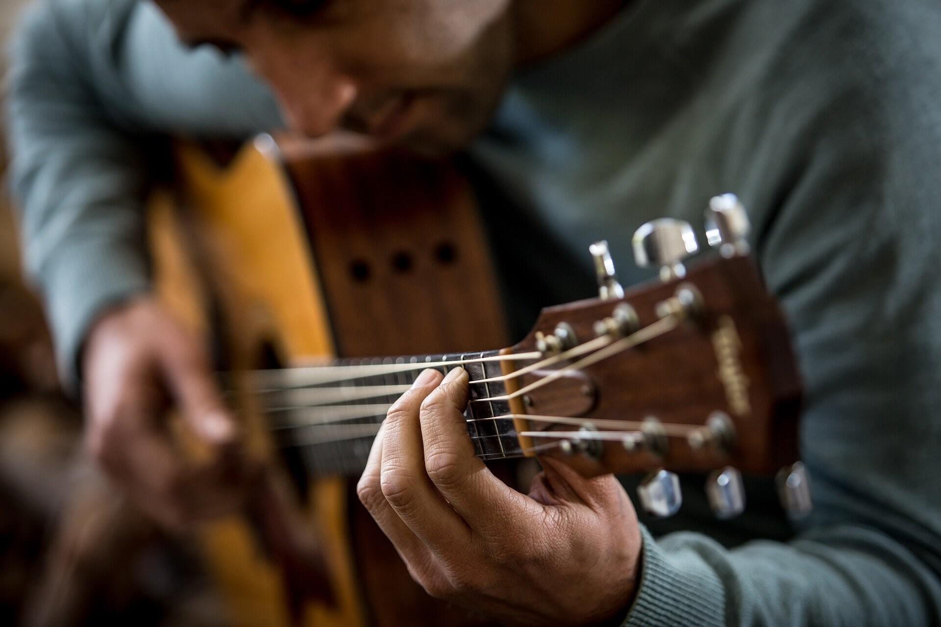 amplificatore-chitarra-acustica