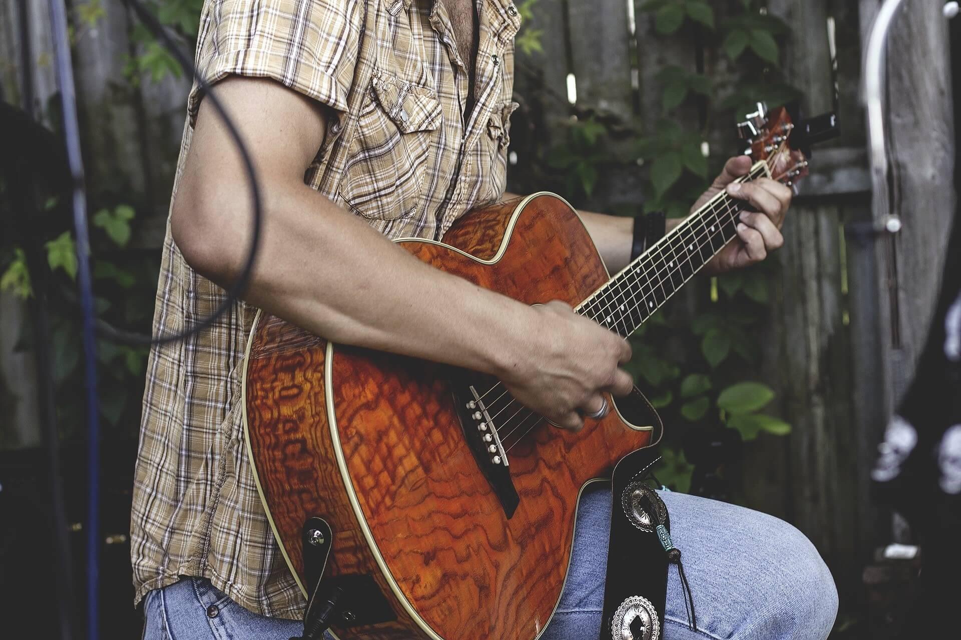 chitarra-elettroacustica
