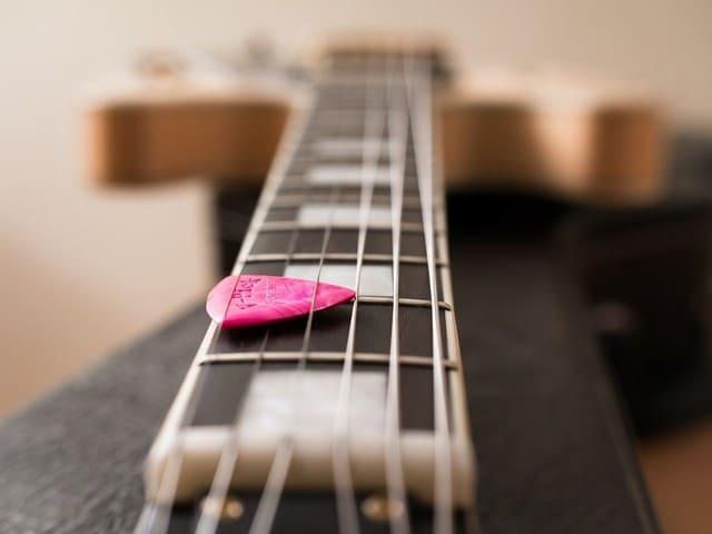 plettro-chitarra