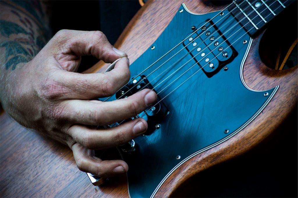 suonare-la-chitarra-acustica